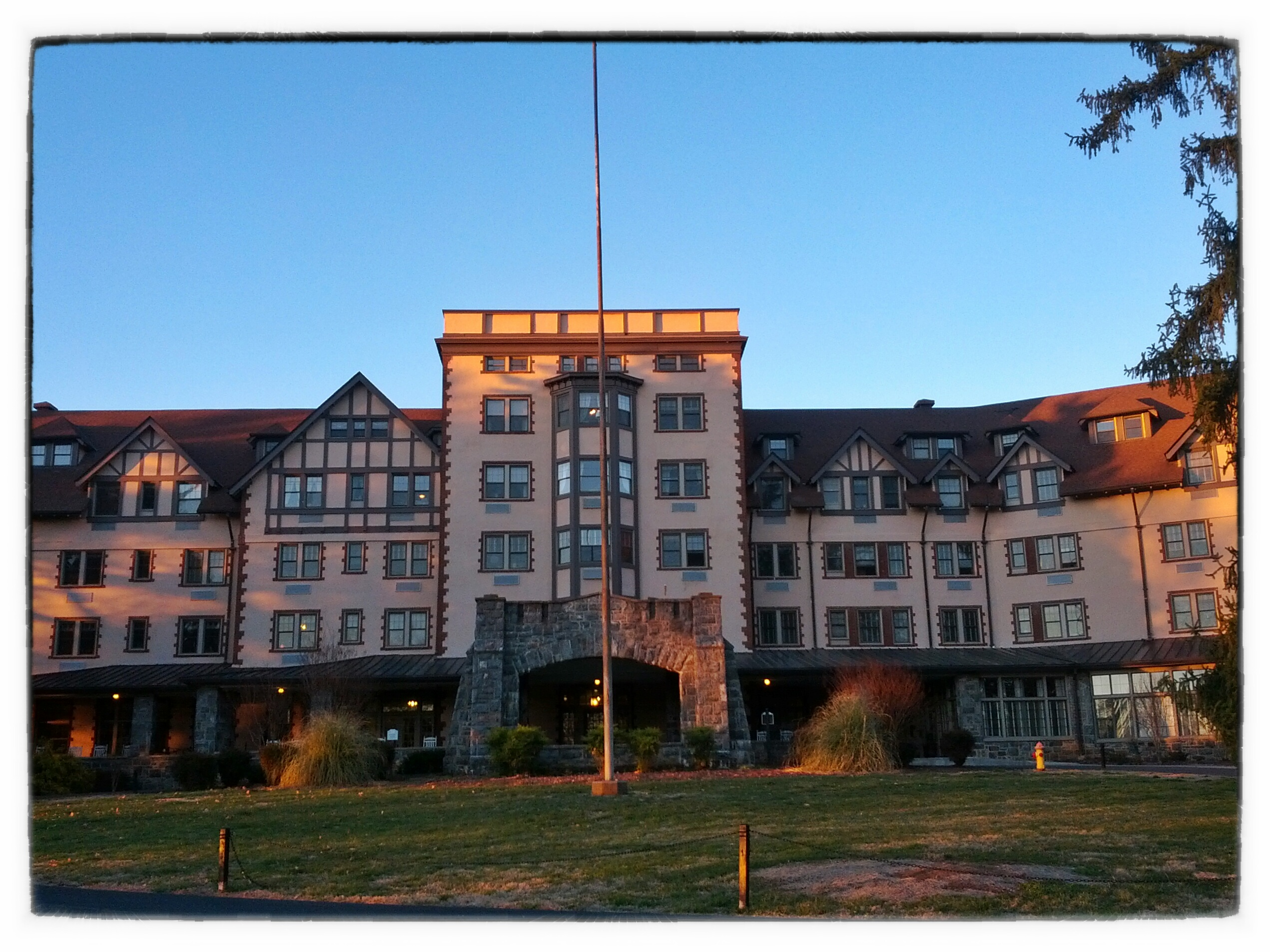 Kenilworth Inn Apartments